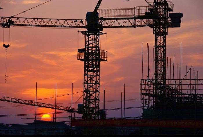 夕阳下的塔吊.jpg